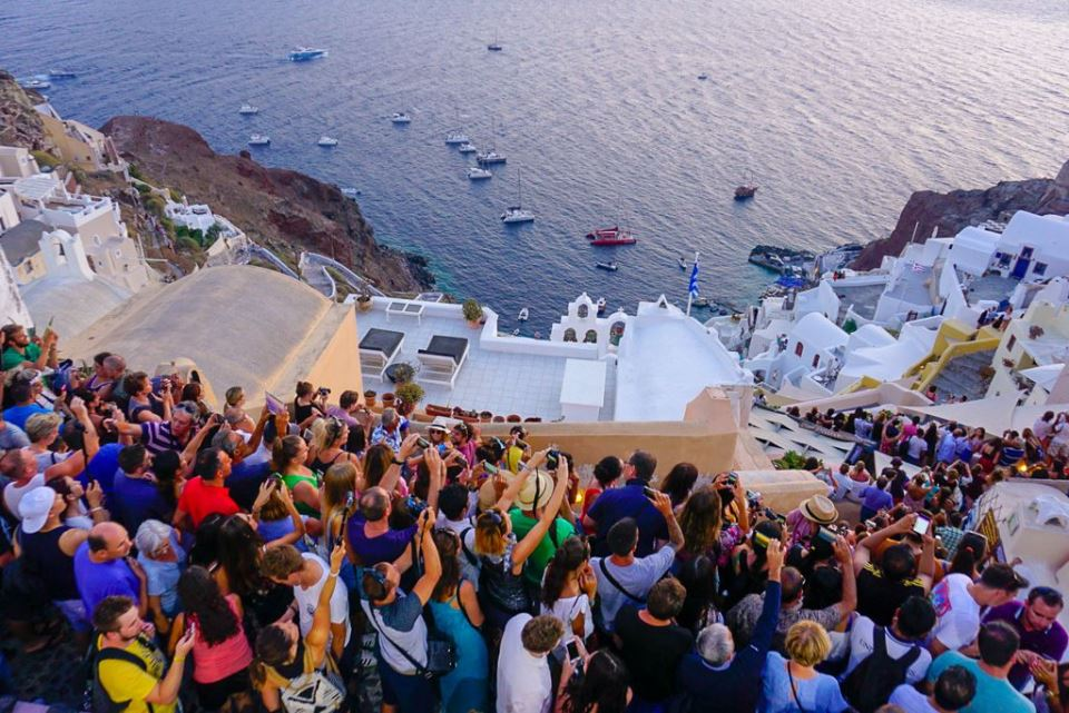 What-to-do-in-santorini-if-you-travel-solo-or-with-friends